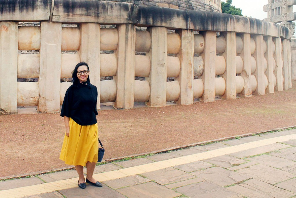 Out and about: Author Ratih Kumala poses for a photograph in front of the ancient Sanchi Buddhist complex in Madhya Pradesh, India, on the sidelines of the first India-ASEAN Youth Summit in mid-August. She joined the summit as an Indonesian delegate. (JP/Sebastian Partogi)