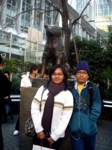 Di depan patung hatchiko di stasiun Shibuya