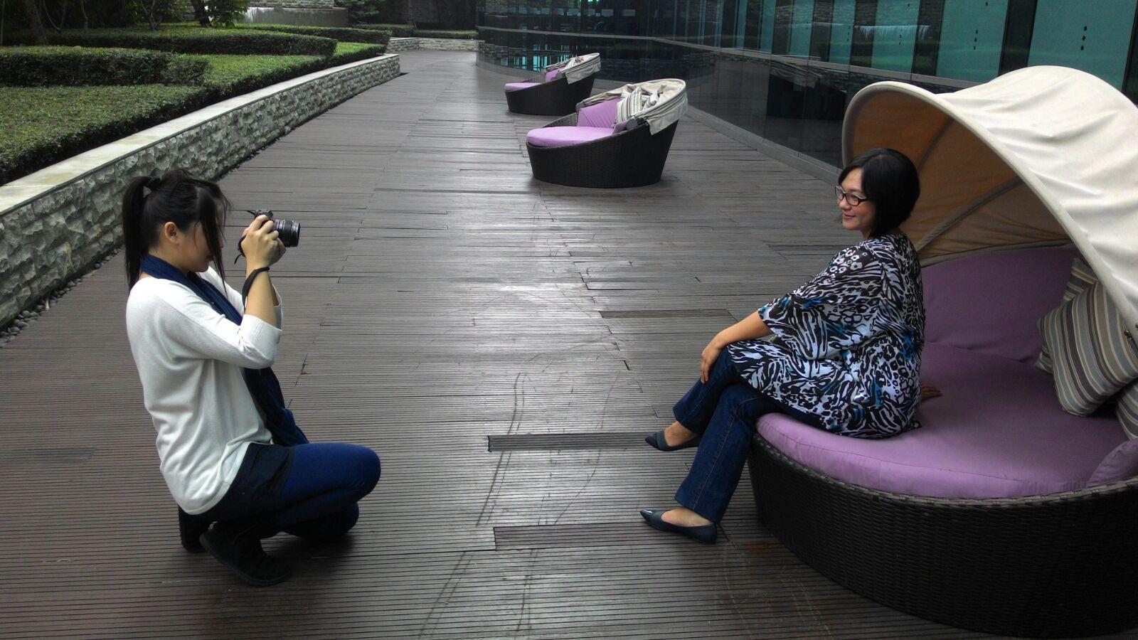 Behind the scene with Aelke Mariska  as photographer, at pool garden, Pullman Hotel Jakarta.