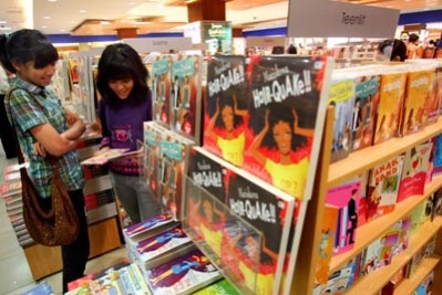 TEEN SPIRIT: Teenagers browse at Gramedia bookstore in South Jakarta on Saturday.