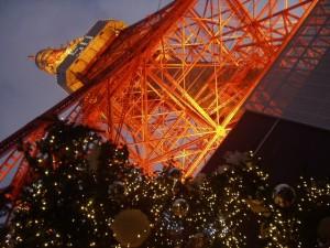 Tokyo Tower dan hiasan natal yang semarak